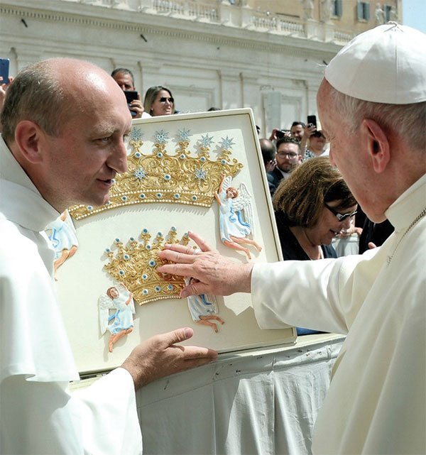 Pope Francis blessed the Crowns for the Icon Our Lady of Czestochowa
