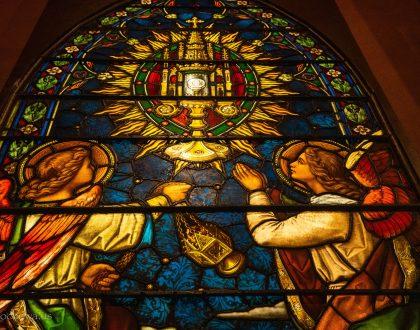 Nowy Witraż z Najświętszym Sakramentem
